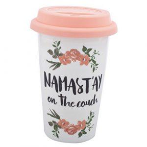 """""""Namast'ay on the Couch"""" Reise-Kaffeetasse mit rosa und weißer Blume"""